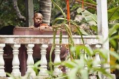 Μοναχοί στο Angkor Wat Στοκ εικόνες με δικαίωμα ελεύθερης χρήσης