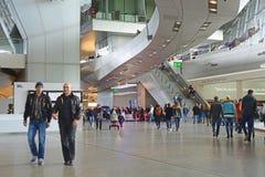 ΜΟΝΑΧΟ, ΓΕΡΜΑΝΙΑ στις 19 Απριλίου 2014 - το μουσείο της BMW επισκέπτεται από το α στοκ εικόνες με δικαίωμα ελεύθερης χρήσης
