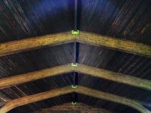 Μοναδικό ξύλινο ανώτατο όριο ενός ατόμου που γίνεται τη δομή Στοκ φωτογραφία με δικαίωμα ελεύθερης χρήσης