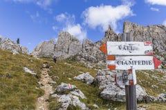 μονοπάτι βουνών πεζοπορί&alpha στοκ φωτογραφίες με δικαίωμα ελεύθερης χρήσης