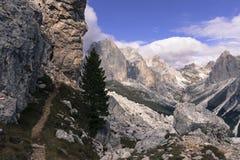 μονοπάτι βουνών πεζοπορί&alpha στοκ φωτογραφίες
