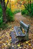 μονοπάτι πάρκων πάγκων Στοκ Εικόνες
