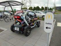 Μονοπωλιακό αυτοκίνητο της McDonald's που σταθμεύουν στοκ φωτογραφίες