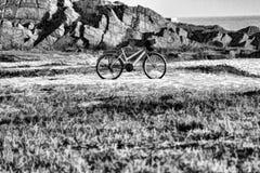 Μονοχρωματικές ποδήλατο και άμμος Στοκ Φωτογραφία