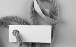 Μονοχρωματική αυτοκόλλητη ετικέττα φωτογραφιών με το παχύ πλεγμένο έγγραφο σχοινιών και σκαφών Στοκ εικόνα με δικαίωμα ελεύθερης χρήσης