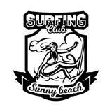 Μονοχρωματικό λογότυπο, έμβλημα, κορίτσι surfer Κάνοντας σερφ στα κύματα, η παραλία, Σαββατοκύριακο, ακραίος αθλητισμός επίσης co Στοκ Εικόνα