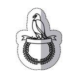μονοχρωματικό περίγραμμα αυτοκόλλητων ετικεττών με το στρογγυλό πλαίσιο με τον αετό που πετά πέρα από την κορδέλλα Στοκ εικόνα με δικαίωμα ελεύθερης χρήσης