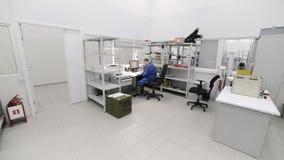 Μοντάρισμα και pre-assembly εργασιακών χώρων ηλεκτρονική βιομηχανία απόθεμα βίντεο
