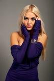 Μοντέλο μόδας με μακρυμάλλη στοκ εικόνα με δικαίωμα ελεύθερης χρήσης