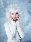 Μοντέλο μόδας με τη σύνθεση χιονιού στοκ φωτογραφία με δικαίωμα ελεύθερης χρήσης