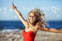 Μοντέλο μόδας στην παραλία Στοκ Εικόνα