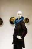 Μοντέλο μόδας στο παράθυρο επίδειξης Στοκ Εικόνα