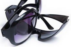 Μοντέρνα γυαλιά ηλίου σε ένα άσπρο υπόβαθρο στοκ φωτογραφίες με δικαίωμα ελεύθερης χρήσης