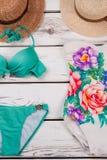 Μοντέρνα κοστούμια και καπέλα λουσίματος Στοκ εικόνα με δικαίωμα ελεύθερης χρήσης