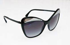 Μοντέρνα μαύρα γυαλιά ηλίου Στοκ Φωτογραφία