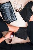 Μοντέρνα πόδια γυναικών Επιχειρησιακή εξάρτηση Τοπ όψη Στοκ φωτογραφία με δικαίωμα ελεύθερης χρήσης