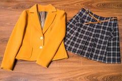 Μοντέρνες θηλυκές σακάκι και φούστα Στοκ Εικόνες