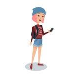 Μοντέρνη γυναίκα σπουδαστής με τη ρόδινη τρίχα που στέκεται και που κρατά έναν κινητό τηλεφωνικό χαρακτήρα κινουμένων σχεδίων δια Στοκ Φωτογραφία