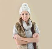 Μοντέρνη γυναίκα στα χειμερινά ενδύματα Στοκ Εικόνες
