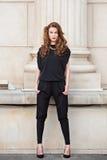 Μοντέρνη γυναίκα στο backless jumpsuit Στοκ Εικόνες