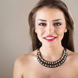 Μοντέρνη γυναίκα brunette στοκ φωτογραφία με δικαίωμα ελεύθερης χρήσης