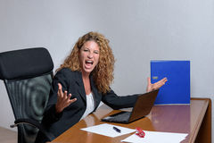 μοντέρνη νέα επιχειρηματίας με μια ξινή έκφρασηη Στοκ Εικόνα
