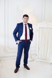 Μοντέρνη νύφη σε ένα μπλε κοστούμι Στοκ φωτογραφίες με δικαίωμα ελεύθερης χρήσης