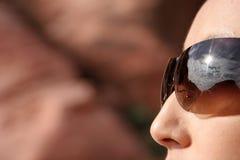 μοντέρνη προκλητική γυναίκα γυαλιών ηλίου Στοκ Εικόνες