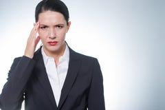 Μοντέρνη όμορφη επιχειρηματίας με τον πονοκέφαλο Στοκ φωτογραφίες με δικαίωμα ελεύθερης χρήσης