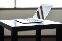 Μοντέρνος και αριστοκρατικός, το lap-top στοκ εικόνες με δικαίωμα ελεύθερης χρήσης