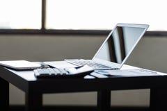 Μοντέρνος και αριστοκρατικός το lap-top στοκ εικόνα
