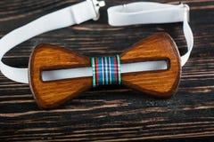 Μοντέρνος ξύλινος δεσμός τόξων στοκ φωτογραφία με δικαίωμα ελεύθερης χρήσης