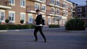 Μοντέρνο άτομο που εκτελεί το χορό τζαζ απόθεμα βίντεο