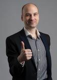 Μοντέρνο άτομο που παρουσιάζει αντίχειρά του Στοκ Φωτογραφία