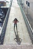 Μοντέρνο ασιατικό κορίτσι στην οδό Στοκ φωτογραφία με δικαίωμα ελεύθερης χρήσης