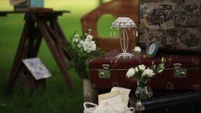 Μοντέρνο γαμήλιο ντεκόρ για την οργάνωση του πυροβολισμού φιλμ μικρού μήκους