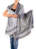 Μοντέρνο θηλυκό μαντίλι με το ασιατικό σχέδιο Στοκ Εικόνα