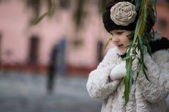 μοντέρνο κορίτσι ενδυμάτω& Στοκ Εικόνα