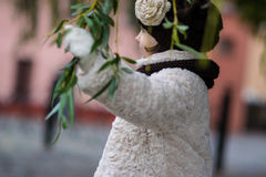 μοντέρνο κορίτσι ενδυμάτω& Στοκ φωτογραφίες με δικαίωμα ελεύθερης χρήσης