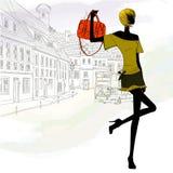 Μοντέρνο κορίτσι με την περιστασιακή τσάντα Στοκ Εικόνα