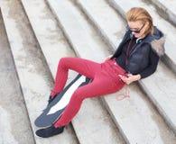 Μοντέρνο κορίτσι οδών Στοκ φωτογραφία με δικαίωμα ελεύθερης χρήσης