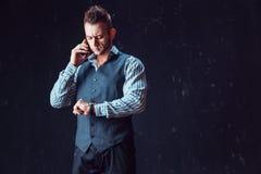 Μοντέρνο ομιλούν τηλέφωνο ατόμων Στοκ φωτογραφίες με δικαίωμα ελεύθερης χρήσης