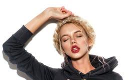 Μοντέρνο πορτρέτο ομορφιάς μόδας Κινηματογράφηση σε πρώτο πλάνο προσώπου του όμορφου κοριτσιού Στοκ Εικόνες