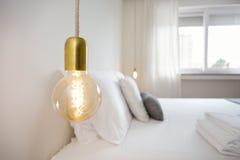 Μοντέρνο Lightbulb στοκ εικόνα με δικαίωμα ελεύθερης χρήσης