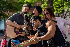 ΜΟΝΤΡΕΑΛ, ΚΕΜΠΕΚ, ΚΑΝΑΔΑΣ - 21 ΜΑΐΟΥ 2018: Οι μουσικοί οδών στο Μόντρεαλ σταθμεύουν την περιοχή στοκ φωτογραφίες