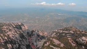 Μοντσερράτ, Καταλωνία, Ισπανία Τοπ άποψη της σπηλιάς Santa Cova de Μοντσερράτ βουνοπλαγιών ή της ιερής σπηλιάς του Μοντσερράτ το  φιλμ μικρού μήκους