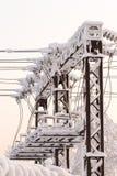 Μονωτής γυαλιού στο ηλεκτροφόρο καλώδιο Μονωτής των ηλεκτρικών υψηλής τάσεως γραμμών Στοκ Εικόνες