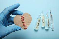 Μοριακή ορμόνη αγάπης Σεξουαλικό oxytocin χημείας Αγάπη και καρδιά Σπασμένη καρδιά στοκ εικόνα με δικαίωμα ελεύθερης χρήσης