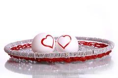 Μορφές καρδιών που επισύρονται την προσοχή στα αυγά Στοκ Εικόνες