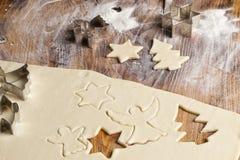 Μορφές μπισκότων ζάχαρης Χριστουγέννων Στοκ Φωτογραφίες